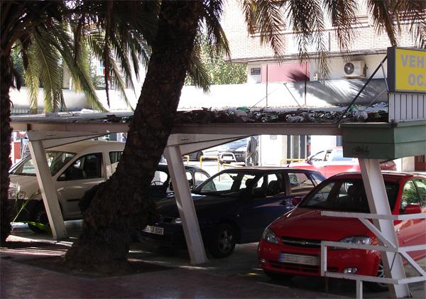 Parada de Taxis basurero en Beniajan 1